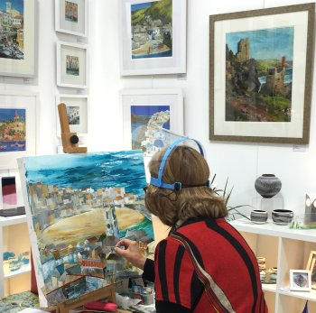 Jenny Clark painting during the South Northants Art Trail at Vitreus Art