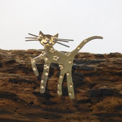Liz Dee silversmith and jewellery maker - cat brooch insilver at Vitreus Art
