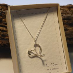 Beautiful silver jewellery hand made by Liz Dee, on show at Vitreus Art gallery NN12 7FA