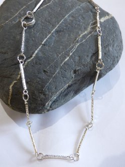 Liz Dee - silversmith necklace in silver