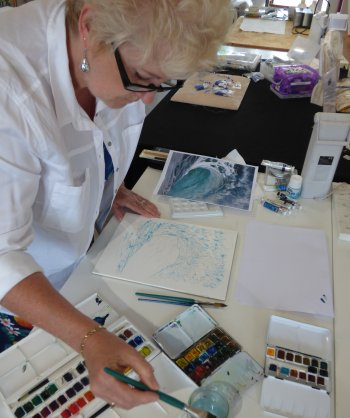 Lou Thomas painting with watercolours during Bucks Art Weeks at Vitreus Art