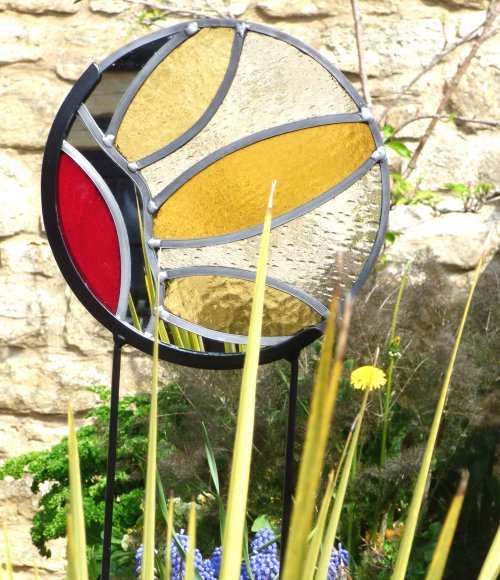 Round flower design glass and metal garden stakes by Vitreus Art of Northants, UK